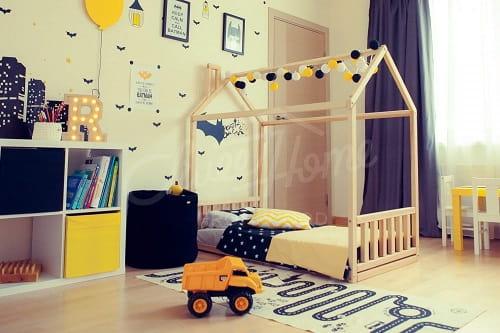 cama casita Montessori baranda