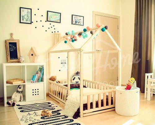 cama infantil Monessori casita con barandilla